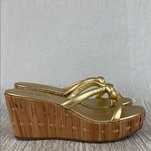 👑 KATE SPADE GOLD WEDGE SANDALS 💯AUTHENTIC